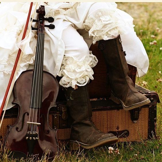 FIddle lace boots